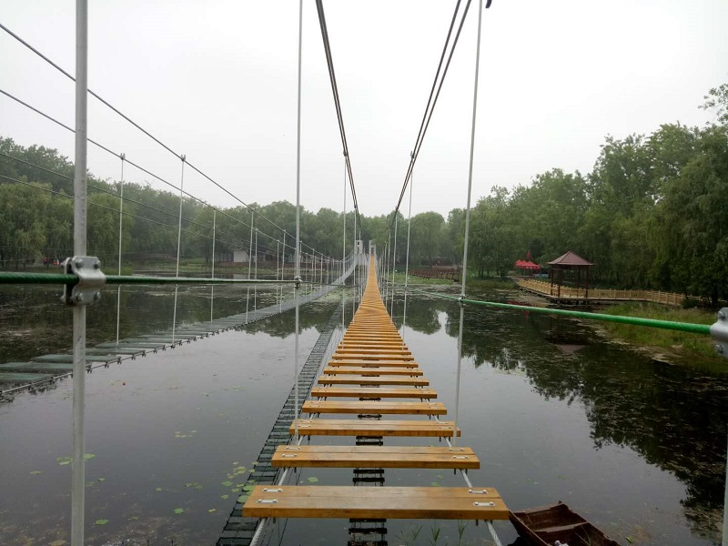 滕州市微山湖红荷湿地步步惊心顺利完工